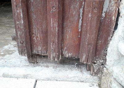 Restauration de portes neogothiques avant travaux